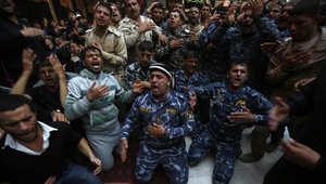 عراقيون يحيون ذكرى أربعينية مقتل الإمام الحسين في ضريح الإمام العباس بمدينة كربلاء