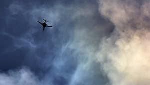"""قاذفة تابعة لقوات التحالف من طراز B1-b تحلق في سماء عين العرب """"كوباني"""" في شمال سوريا ، نوفمبر/ تشرين الثاني 2014"""