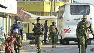 انتشار أمني في كيساوني بمقاطعة مومباسا بعد غارة شنها الأمن الكيني على مسجد للتفيتش عن أسلحة لمؤيدي حركة الشباب الصومالية 19 نوفمبر/ تشرين الثاني 2014