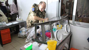 طبيب ألماني يقدم مختبر متنقل لدولة مالي 4 ديسمبر/ كانون الأول 2014