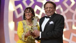 المخرجة والفنانة المغربية ثريا جبران والممثل المصري عادل إمام أثناء تقديم جائزة تكريم له