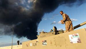 الدخان يتصاعد من ميناء بنغازي