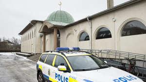 بالصور.. احتجاج وتشديد أمني ضد الاعتداء على مساجد بالسويد