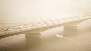 جسر في العاصمة المصرية القاهرة كما يبدو خلال العاصفة، 7 يناير/ كانون الثاني 2015
