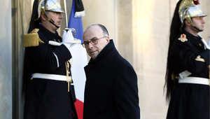 وزير الداخلية الفرنسي برنارد كازنيوف على مدخل قصر الإليزية لمقابلة الرئيس الفرنسي 8 يناير/ كانون الثاني 2014