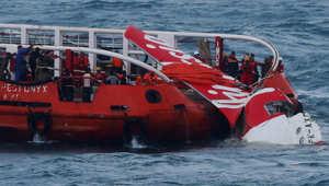 الرحلة الإندونيسية المنكوبة.. بدء محاولات انتشال جسم الطائرة من قعر البحر باستخدام البالونات