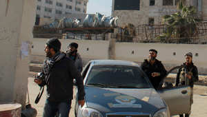 """أرشيف - مقاتلون في مقر للدولة الإسلامية """"داعش"""" في مدينة حلب 8 يناير/ كانون الثاني 2014"""