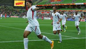 لاعب المنتخب الأردني حمزه الدردور يحتفل بتسجيل هدف في مرمى المنتخب الفلسطيني، في بطولة أمم أسيا 16 يناير/ كانون الثاني 2015