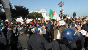 """بالصور.. آلاف الجزائريين بمسيرات احتجاجية ضد """"إهانة"""" النبي محمد تحت غطاء حرية التعبير"""