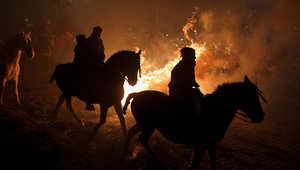 """الخيول في """"محرقة"""" اسبانية..لطرد الأرواح الشريرة"""