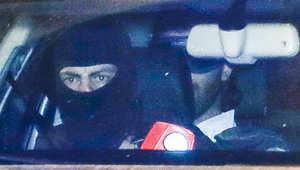 أحد المتهمين في سيارة الشرطة بعد مثوله أمام المحكمة في بروكسل 21 يناير/ كانون الثاني 2015