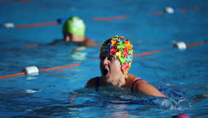 أثناء السباحة