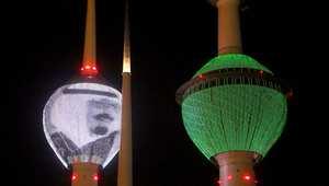 أبراج الكويت يحمل أحدها صورة الملك عبدالله والثاني رسما للعلم السعودي 24 يناير/ كانون الثاني 2015