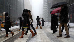 بالصور.. بدايات العاصفة الثلجية بأمريكا وإعلان الطوارئ في عدد من المناطق