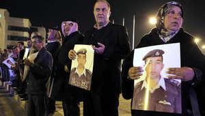 والدة الطيار الأردني معاذ الكساسبة تشارك في وقفة أمام مبنى رئاسة الوزراء بالعاصمة الأردنية عمان