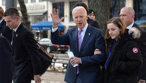 نائب الرئيس الأمريكي جون بايدن، ملوحا بيده لدى وصوله إلى موقع المؤتمر السنوي للأمن في ميونخ 7 فبراير/ شباط 2015