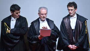 رئيس المحكمة يقرأ نص الحكم على فرانشيسكو سكيتينو قبطان كوستا كونكورديا التي انقلبت عام 2012 وتقتل فيها 32 شخصا، غريسيتو - إيطاليا 11 فبراير/ شباط 2015