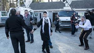 والد ووالدة ضياء بركات يغادران بعد مؤتمر صحفي في رالي، بكارولاينا الشمالية
