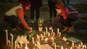 وقفة حداد وإشعال شموع في جامعة نورث كارولاينا بعد مقتل ثلاثة طلاب مسلمين 11 فبراير/ شباط 2015