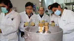 مفتشو الوكالة الدولية للطاقة الذرية في مفاعل نطنز الإيراني 20 يناير/ كانون الثاني 2014