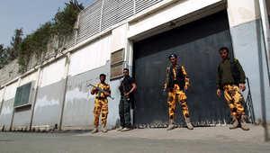 أرشيف- جنود يمنيون يحرسون مبنى السفارة المصرية في صنعاء 23 فبراير/ شباط 2015
