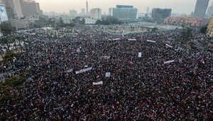 مصريون يتجمعون في ميدان التحرير بالقاهرة خلال تجمع حاشد بمناسبة الذكرى السنوية لانتفاضة الربيع العربي