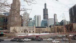 بطوابقه الـ 103 يميز البرج أفق المدينة