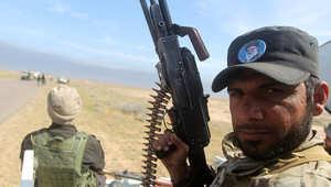 """مقاتل عراقي من الوحدات الشعبية التي تقاتل إلى جانب القوات الحكومية ضد """"داعش"""" في قرية البوعجيل، إلى الشرق من تكريت 8 مارس / آذار 2015"""