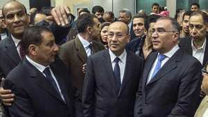 أرشيف - ثلاثة دبلوماسيين مصريين كانوا مختطفين في ليبيا، يتحدثون للصحافة في مطار القاهرة لدى عودتهم إلى مصر بعد الإفراج عنهم 27 يناير/ كانون الثاني 2014