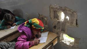 """تلاميذ يلتحقون بالمدرسة في مدينة كوباني في أول يوم بعد تحريرها من """"داعش""""، 2 مارس/ آذار 2015"""