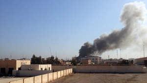 دخان يتصاعد من مبنى محافظة الأنبار بعد إصابته بقذيفة هاون في القتال الدائر بين القوات الحكومية وتنظيم داعش 11 مارس/ آذار 2015