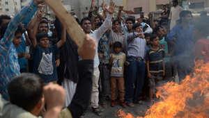 مسيحيون باكستانيون يغلقون الشارع في تظاهرة بكراتشي بعد التفجير  الانتحاري الذي استهدف كنائس في لاهور، 15 مارس/ آذار 2015