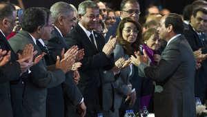 الرئيس المصري عبد الفتاح السيسي لدى وصوله إلى المؤتمر الاقتصادي في منتجع البحر الأحمر بشرم الشيخ
