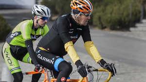 وزير الخارجية الأمريكي جون كيري يقوم بجولة على الدراجة الهوائية خلال الاستراحة من المحادثات مع نظيره الإيرانية محمد جواد ظريف في مدينة لوزان السويسرية، 16 مارس / آذار 2015