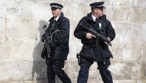 بريطانيا: اعتقال 5 رجال وامرأة في دوفر للاشتباه بتورطهم بجرائم إرهابية لها صلة بسوريا