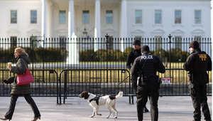 عناصر من الأمن الرئاسي أمام البيت الأبيض