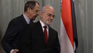 وزير الخارجية العراقي إبراهيم الجعفري، ونظيره الروسي سيرغي لافروف لدى وصولهما إلى قاعة المؤتمر الصحفي بموسكو، 19 مارس/ آذار 2015