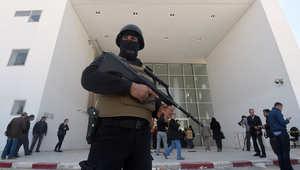 رجل أمن تونسي يقف أمام متحف باردو الوطني، 19 مارس، آذار 2015
