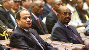 السيسي والبشير خلال حضورهما اجتماعا في العاصمة السودانية الخرطوم، 23 مارس/ آذار 2015