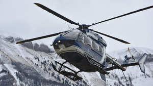 مروحة فرنسية تحلق في موقع تحطم الطائرة الألمانية المنكوبة