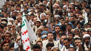 مظاهرة حاشدة في صنعاء تأييدا نظمها أنصار الحوثي في صنعاء، يحملون خلالها اسلحتهم، فيما يظهر عدد كبير منهم وهم يمضغون القات، 26 مارس/ آذار 2015