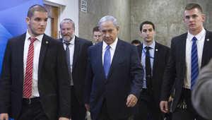 رئيس وزراء إسرائيل بنيامين نتنياهو لدى دخولة اجتماع الحكومة 29 مارس/ آذار 2015