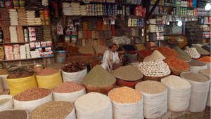 متجر للحبوب والمواد الغذائية في سوق صنعاء القديمة 30 مارس/ آذار 2015