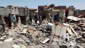 دمار خلفته غارة لطيران التحالف على أحد المواقع قرب مطار صنعاء 31 مارس/ آذار 2015