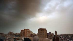 العاصفة الرملية تهب على الكويت أيضا