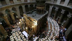 """مسيحيون يحتفلون بالخميس المقدس """"خميس العهد"""" في كنيسة القيامة بالقدس"""
