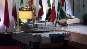 نسخ طبق الأصل من مركبات القوات المسلحة الإماراتية خلال مؤتمر صحفي حول عاصفة الحزم