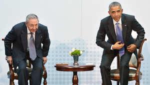 الرئيس الكوبي راؤول كاسترو والرئيس الأمريكي باراك أوباما خلال اجتماع على هامش قمة الأمريكتين