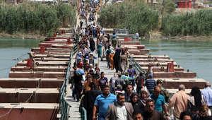 مواطنون عراقيون فارون من القتال في مدينة الرمادي 19 أبريل/ نيسان 2015