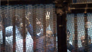 قيادات في الإخوان داخل قفص الاتهام في المحكمة 21 أبريل/ نيسان 2015